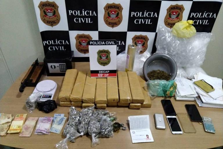 Megaoperação da Polícia Civil contra o crime organizado, nesta quinta-feira (30), prendeu 16 pessoas, apreendeu duas armas, 31,6 kg de maconha, 15,3 kg de cocaína e 1 kg de crack