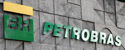 FILE PHOTO: A logo of Brazil's state-run Petrobras oil company is seen at its  headquarters in Rio de Janeiro, Brazil October 16, 2019. REUTERS/Sergio Moraes/File Photo ORG XMIT: FW1