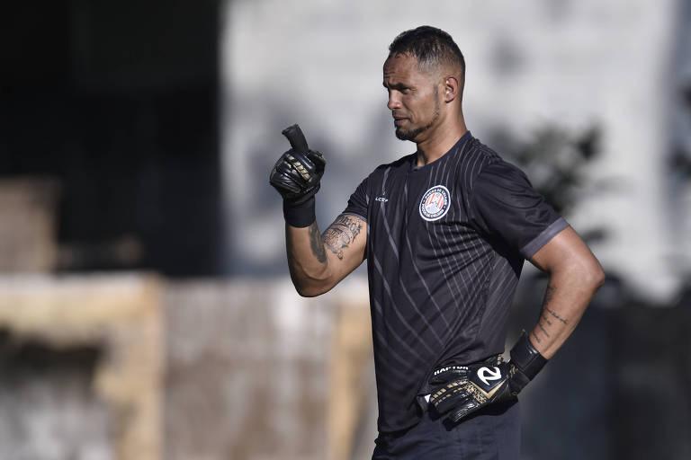 Goleiro Bruno durante partida pelo Poços de Caldas contra o Juruaia, em 2019