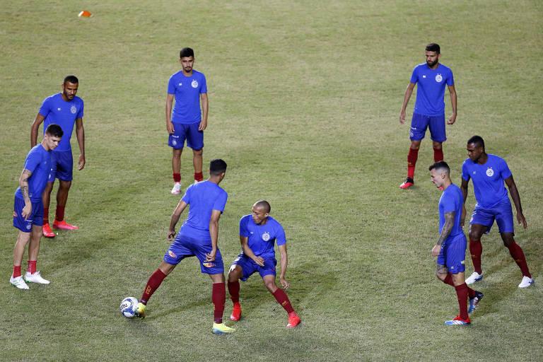 Jogadores do Bahia se aquecem antes de jogo das semifinais da Copa do Nordeste