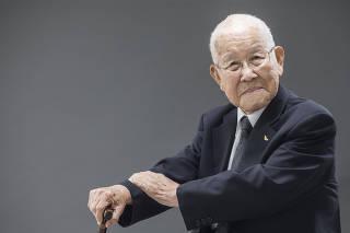 ***ESPECIAL Sobreviventes da bomba de Hiroshima***retrato daSr Takashi Morita,96 (no salao de festas de seu apartamento na Vila Mariana)  sobrevivente da bomba de Hiroshima para especial dos 75 anos do evento. Sr Morita  tinha 21 anos de idade quando ocorreu o ataque