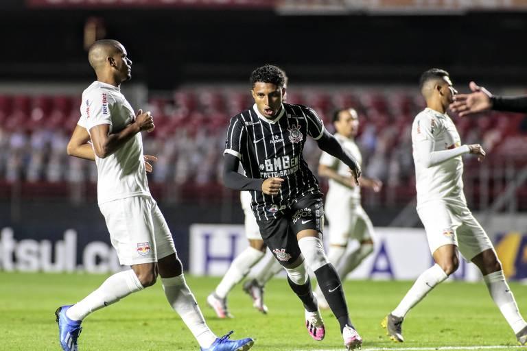 Éderson comemora o primeiro gol do Corinthians contra o Red Bull Bragantino