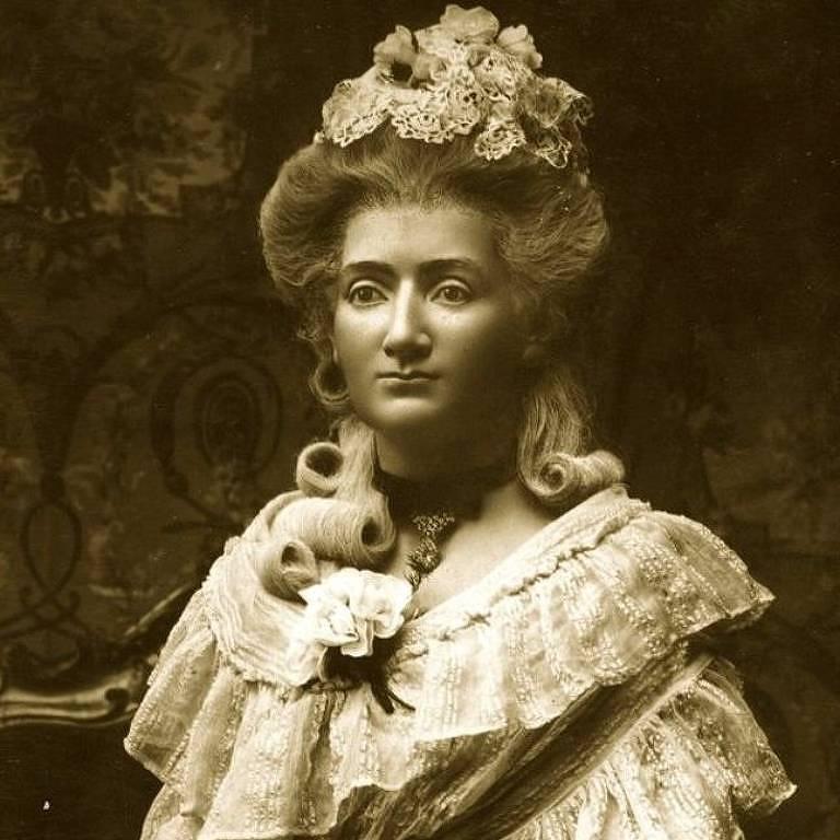 Embora mal pudesse ler ou escrever em francês e tenha chegado na Inglaterra sem saber falar inglês, Madame Tussaud triunfou