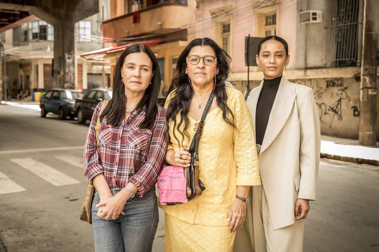 Vitoria (Taís Araujo), Lurdes (Regina Casé) e Thelma (Adriana Esteves)