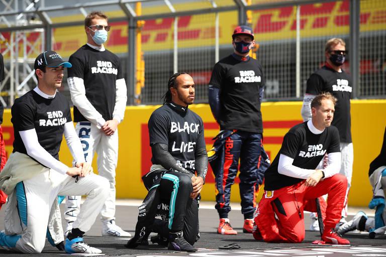 Pilotos da Fórmula 1 fazem protesto contra o racismo antes do GP da Grã-Bretanha, disputado neste domingo (2)