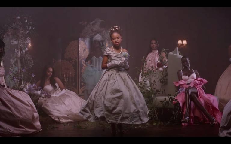 Kanye West e filha de 9 anos de Beyoncé vencem prêmios no esquenta do Grammy
