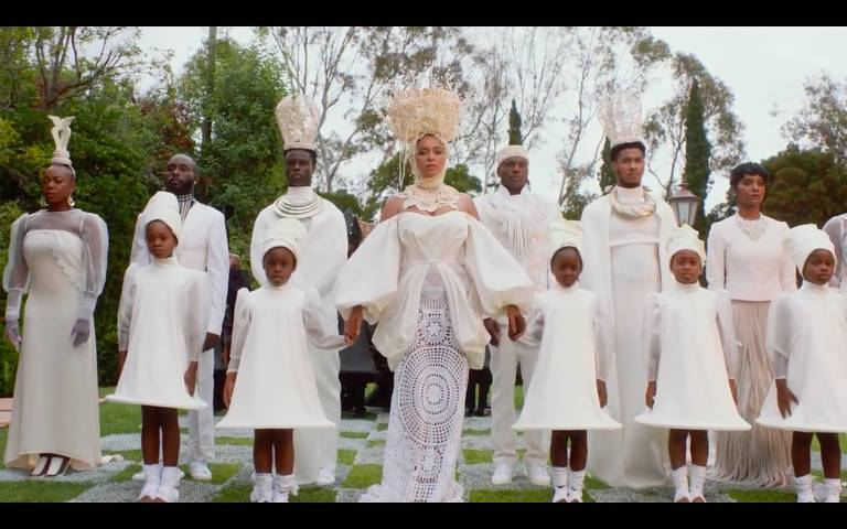 """A cantora Beyoncé em cena de """"Black Is King"""", seu novo disco visual"""