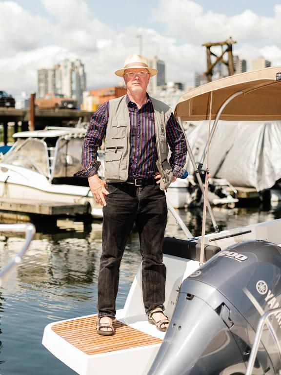 Tim Bray, ex-vice-presidente da Amazon e engenheiro sênior, em seu barco em Vancouver, Canadá