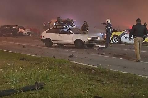 Engavetamento com 22 veículos deixa ao menos 8 mortos e dezenas de feridos no PR