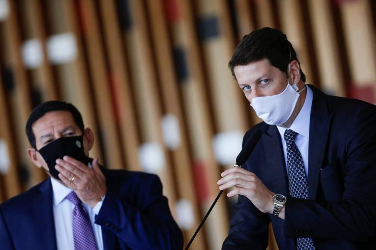 O vice-presidente Hamilton Mourão e o ministro do Meio Ambiente, Ricardo Salles, em Brasília