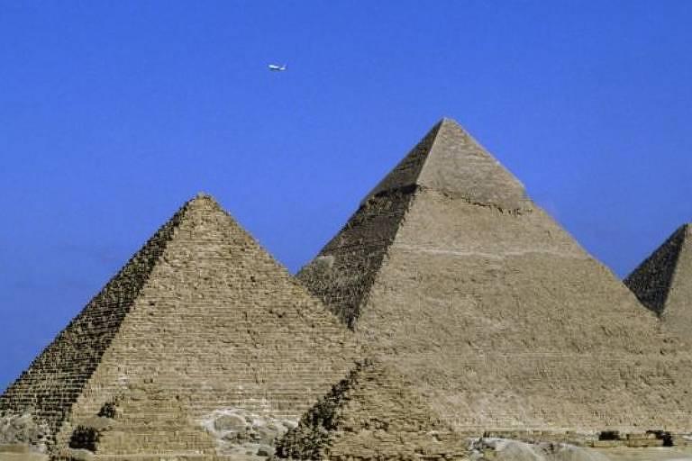 Os túmulos dos faraós foram construídos milhares de anos atrás.