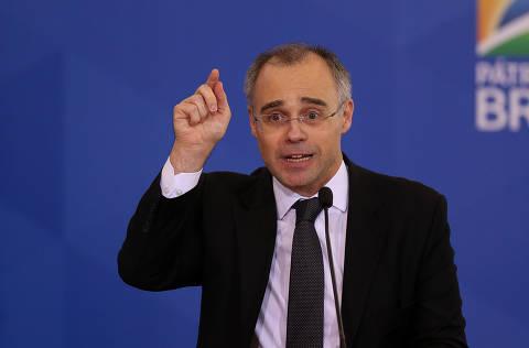 Governo diz ao STF que não produz dossiê e que não há investigação contra opositores