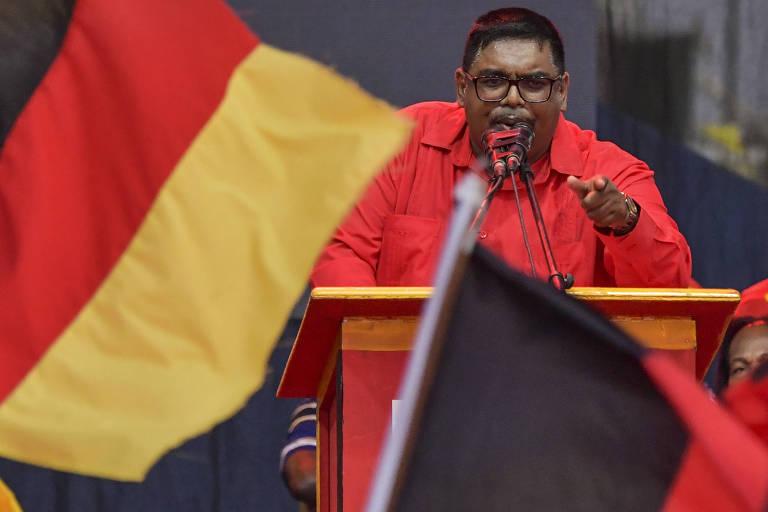 O novo presidente da Guiana, Mohamed Irfaan Ali, durante comício em Lusignan