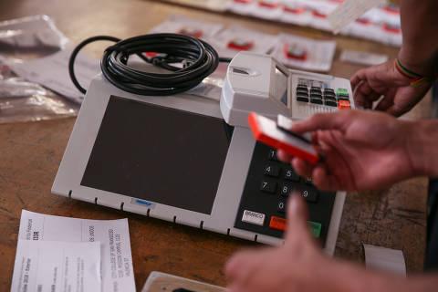 Candidatos a vereador replicam histórias de vida e propostas compradas na internet