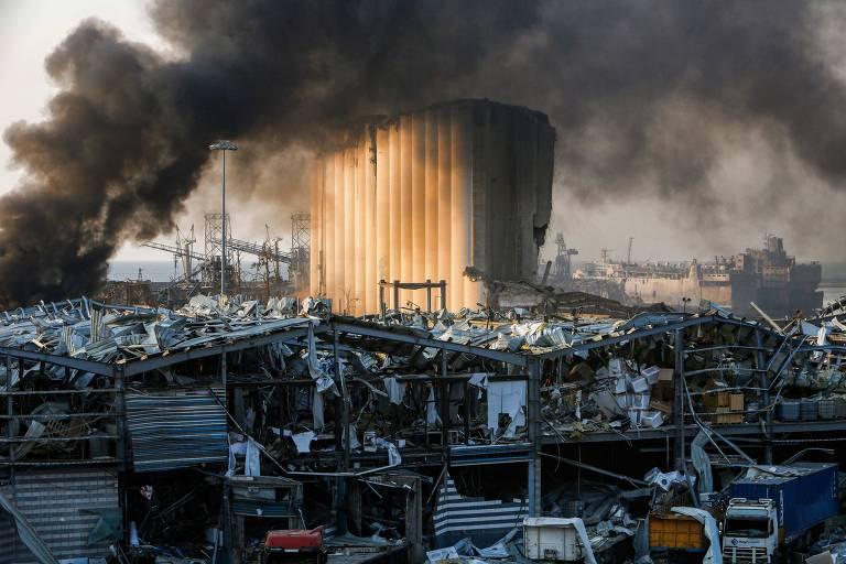 Justiça indicia premiê e 3 ex-ministros por negligência em explosão no porto de Beirute