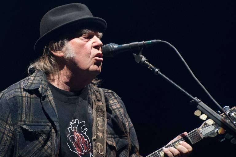 Neil Young está processando a campanha de reeleição de Donald Trump para tentar impedir o presidente dos EUA de tocar suas músicas em comícios e eventos