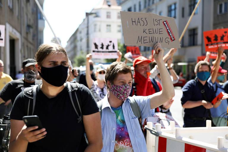 Protestos de intolerância e contraprotestos pelo mundo