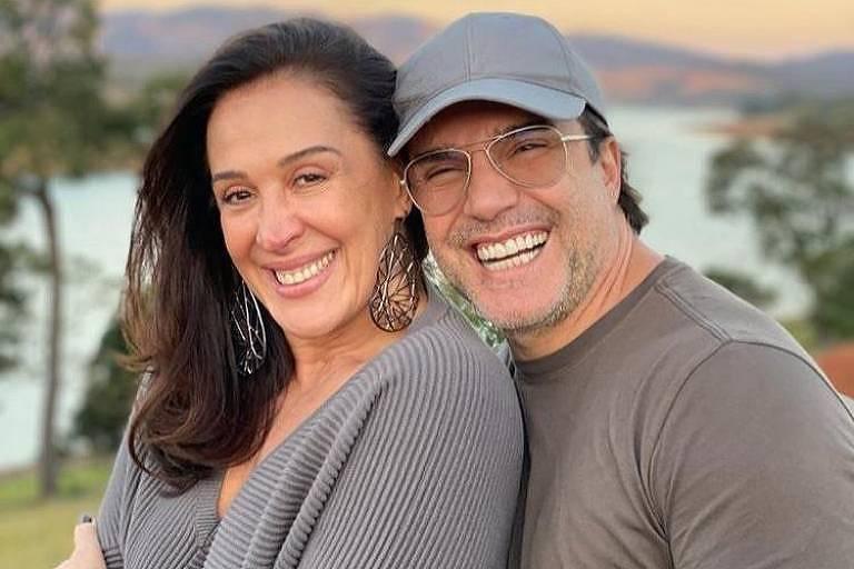 """A atriz Claudia Raia afirmou que ama o marido, Jarbas Homem de Mello, """"mais do que torresmo de pele de frango""""."""