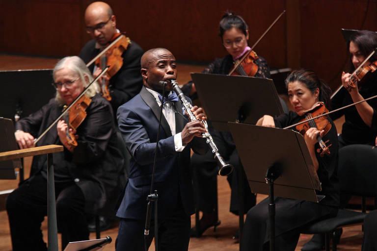 """O clarinetista Anthony McGill executa """"The Shepherd on the Rock"""", com a Filarmônica de Nova York, em 7.nov2018"""