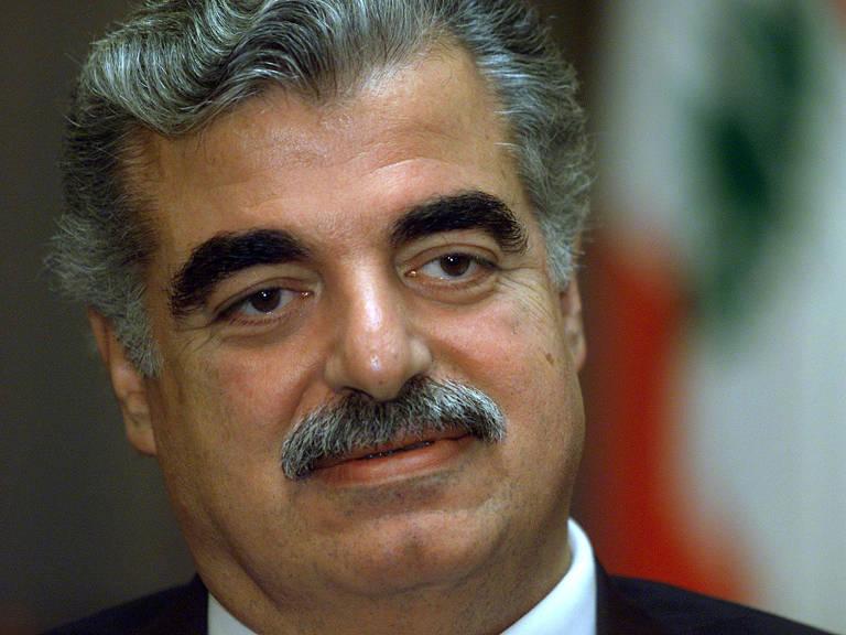 Rafik al-Hariri durante entrevista à agência Reuters em sua casa em Beirute, no Líbano, em 2002