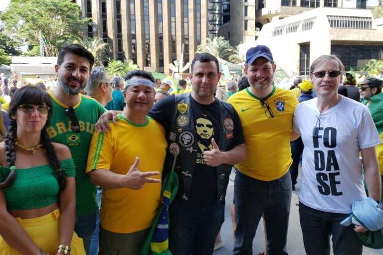 Ao centro, com camiseta do Bolsonaro, o Major Costa e Silva, que ainda tenta legenda para ser o candidato bolsonarista em São Paulo
