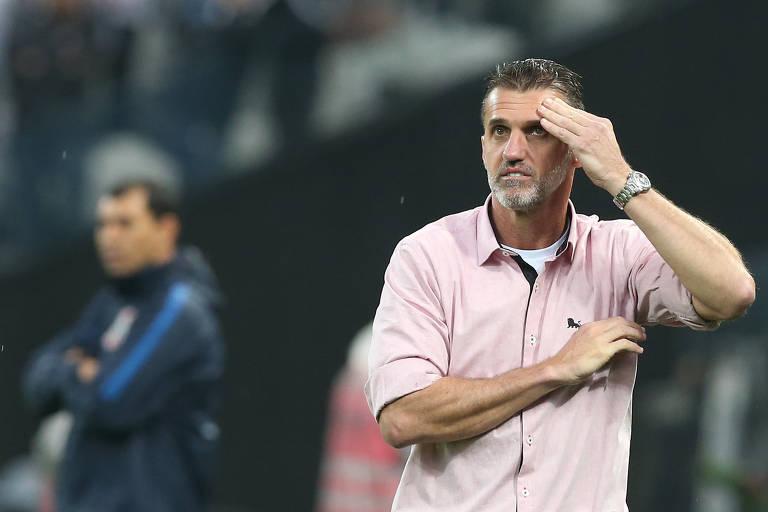 Vagner Mancini tem 53 anos e já comandou os rivais Santos e São Paulo