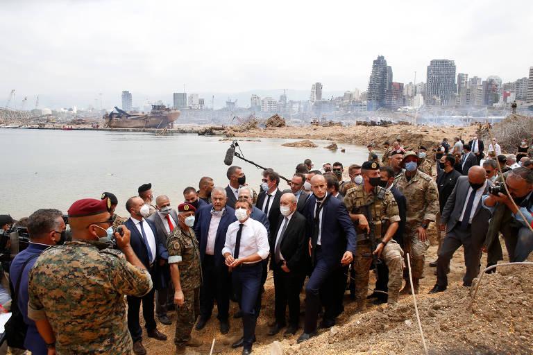 Macron vai a Beirute e encontra cidade destruída e tomada pela raiva