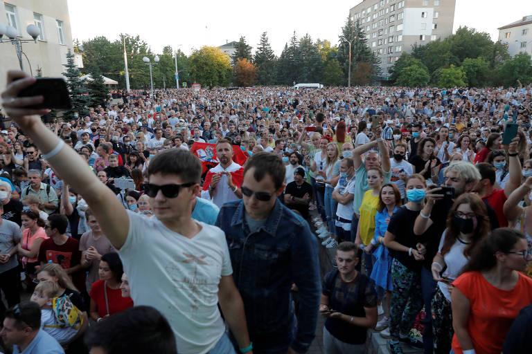 Manifestação de apoio a Tikhanovskaia em Minsk nesta quinta (6)