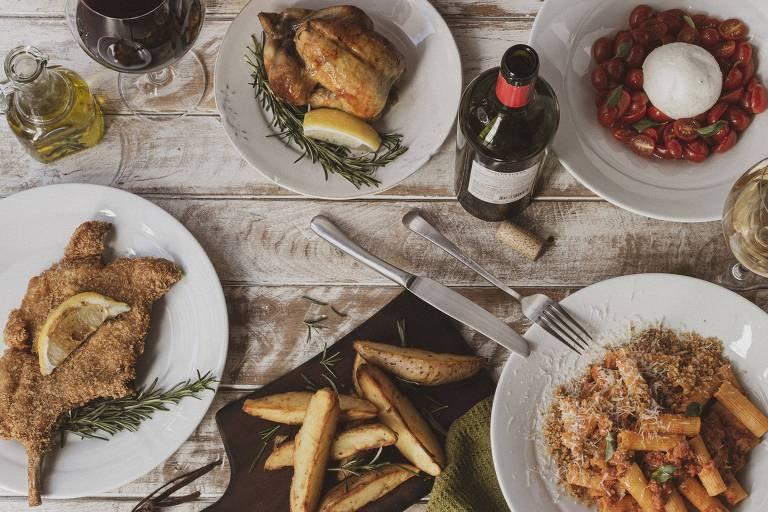 Mesa com receitas servidas pelo novo restaurante Balcone, em Pinheiros