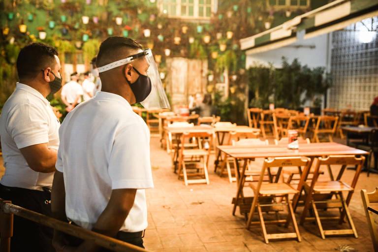 Reabertura de bares à noite em São Paulo