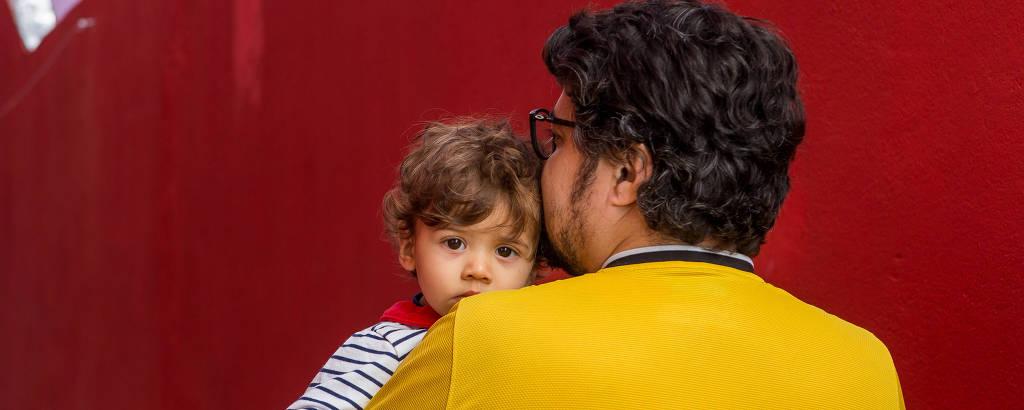 O professor Fábio Bezerril Cardoso com o filho Caetano de 1 ano