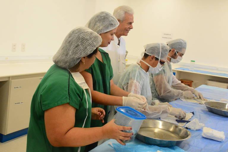 Equipe do dr. Edmar Maciel no Instituto de Apoio ao Queimado