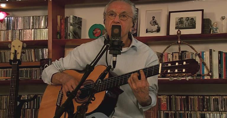 Ao lado de Tom, Moreno e Zeca, Caetano Veloso comemorou 78 anos em live transmitida nesta sexta-feira (7)