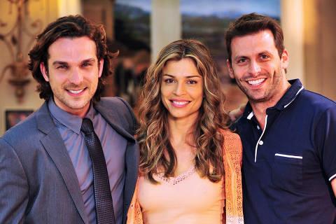 Alberto ( Igor Rickli ), Ester ( Grazi Massafera ) e Cassiano ( Henri Castelli ) na novelflor do Caribe