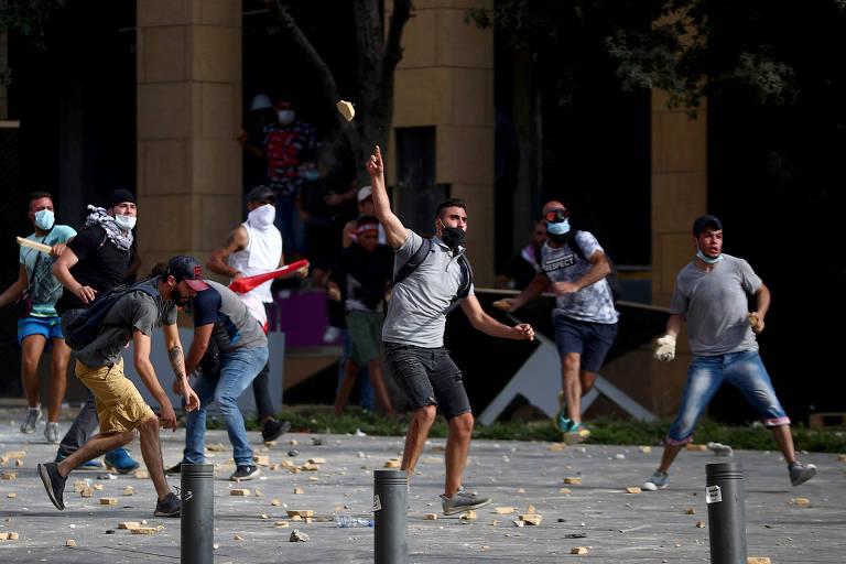 Polícia e manifestantes entram em confronto no Líbano