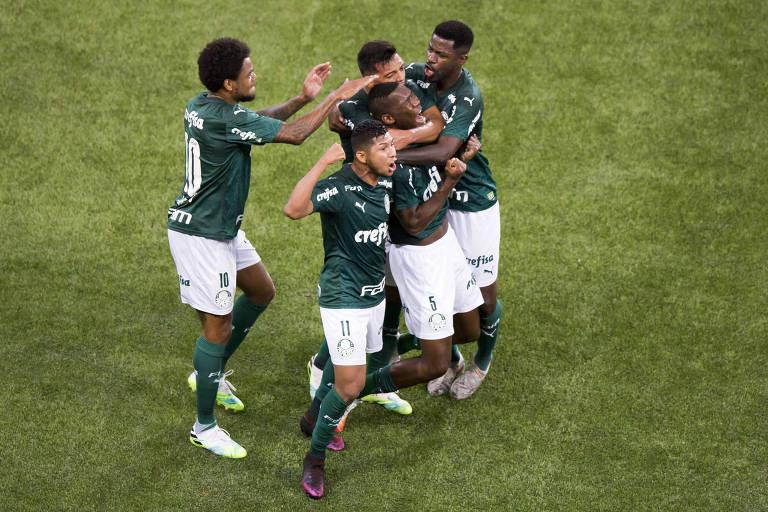 Patrick comemora após marcar contra a Ponte Preta, na semifinal do Paulista