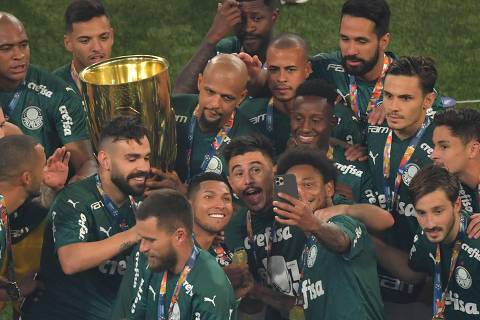 Players of Palmeiras pose for a selfie with the trophy in celebration after winning the Paulista championship final football match against Corinthians at the Allianz Parque stadium, in Sao Paulo, Brazil, on August 8, 2020, amid the COVID-19 novel coronavirus pandemic. (Photo by Nelson ALMEIDA / AFP) ORG XMIT: NAL010
