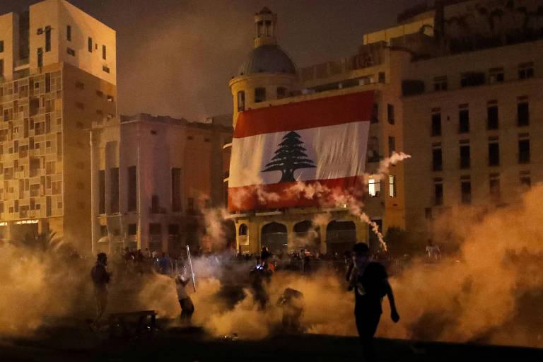 Protestos se agravam, e premiê do Líbano diz que antecipará eleições
