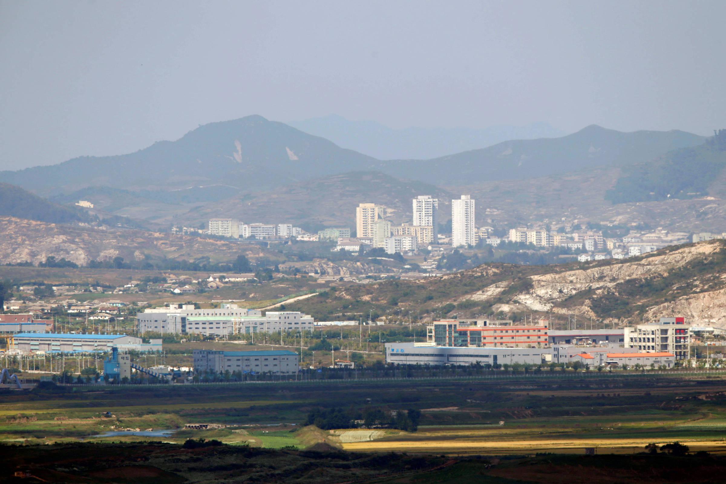 Coreia do Norte leva ajuda humanitária a cidade em quarentena, diz governo