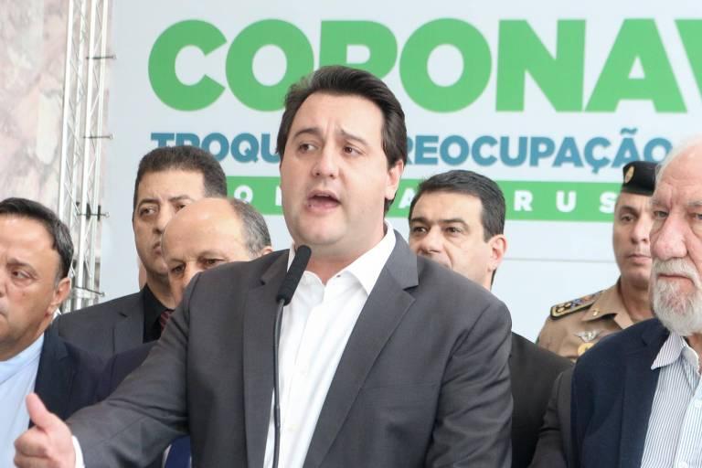 O governador do Paraná, Ratinho Jr., durante anúncio de medidas para conter o avanço da pandemia no estado, em março
