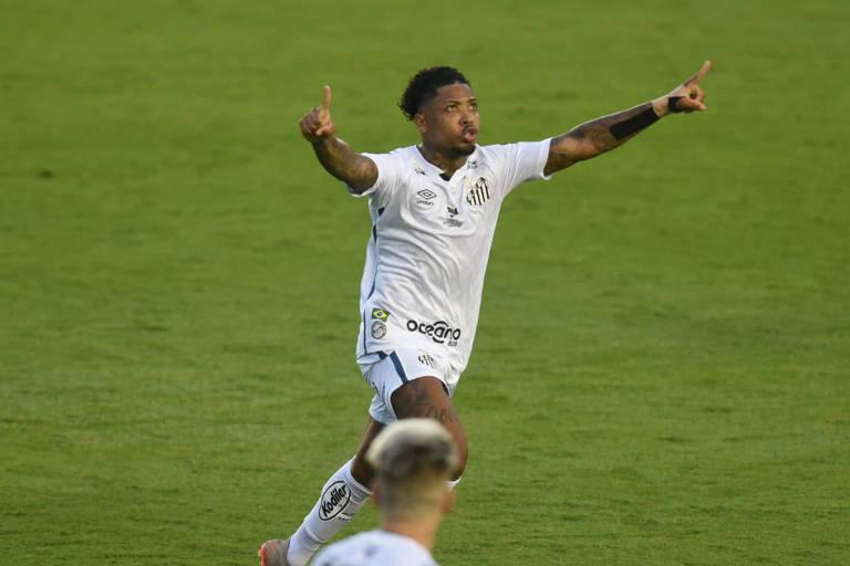 Marinho comemora gol na estreia do Brasileiro, contra o Bragantino