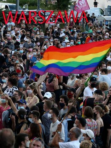 People take part in a rally in support of the LGBT community in Warsaw, Poland August 8, 2020. Kuba Atys/Agencja Gazeta/via REUTERS   ATTENTION EDITORS - THIS IMAGE WAS PROVIDED BY A THIRD PARTY. POLAND OUT. NO COMMERCIAL OR EDITORIAL SALES IN POLAND. ORG XMIT: POL009
