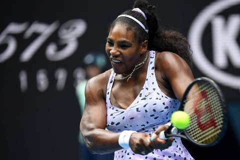 (FILES) In this file photo taken on January 24, 2020 Serena Williams of the US hits a return against China's Wang Qiang during their women's singles match on day five of the Australian Open tennis tournament in Melbourne. - Williams said on August 8, 2020, she is pressing ahead with plans to play in the US Open despite a wave of player withdrawals from the upcoming Grand Slam event over coronavirus fears. (Photo by William WEST / AFP) / IMAGE RESTRICTED TO EDITORIAL USE - STRICTLY NO COMMERCIAL USE