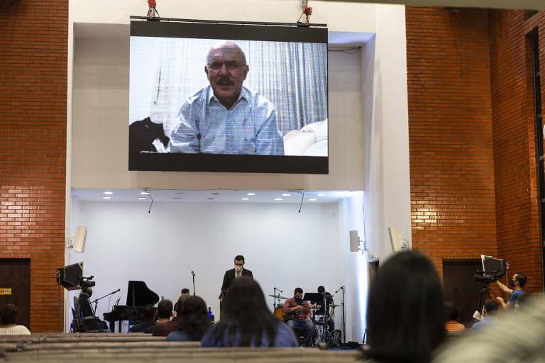 O novo ministro do MEC, Milton Ribeiro, aparece durant o culto em vídeo gravado.