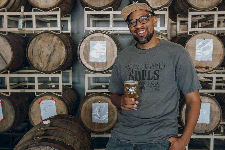 Marcus J. Baskerville, cofundador e mestre-cervejeiro da Weathered Souls Brewing e criador do projeto Black Is Beautiful