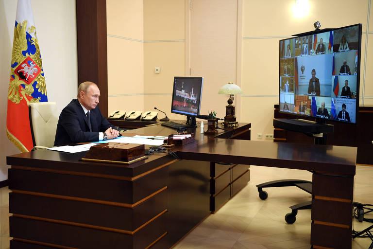 Putin fala sobre o coronavírus em reunião com autoridades desde sua residência nos arredores de Moscou