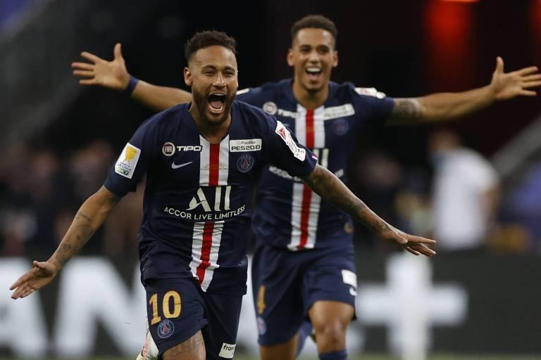 Neymar comemora o título da Copa da Liga Francesa desta temporada
