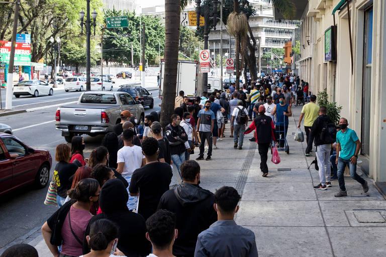 Fila para tirar RG em São Paulo