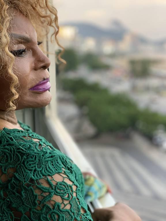 Imagens da cantora Elza Soares