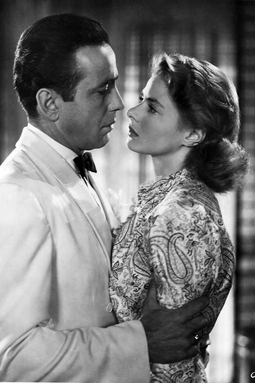 """O ator Humphrey Bogart e a atriz Ingrid Bergman em cena do filme """"Casablanca"""""""